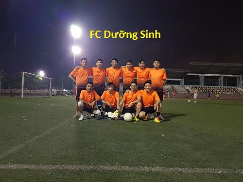 đá bóng buổi tối