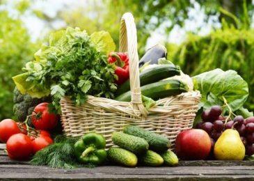 Ăn nhiều thực phẩm rau củ quả xanh để chăm sóc sức khỏe
