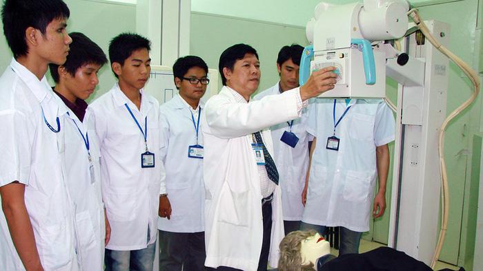 Cơ hội nghề nghiệp của ngành chăm sóc sức khỏe là gì - trở thành bác sĩ
