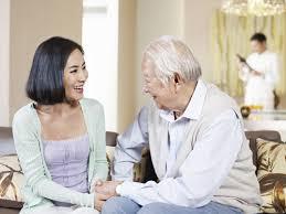 Chăm sóc sức khỏe người cao tuổi bằng thăm hỏi, động viên