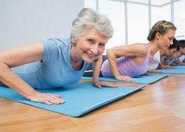 Chăm sóc sức khỏe tuổi trung niên bằng phương pháp tập yoga