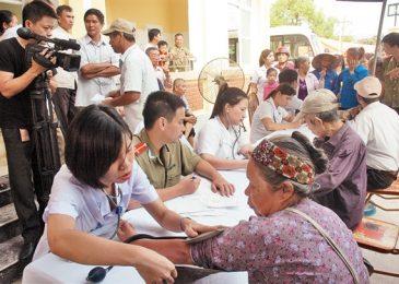 Nhân viên y tế chăm sóc sức khỏe ban đầu cho cộng đồng