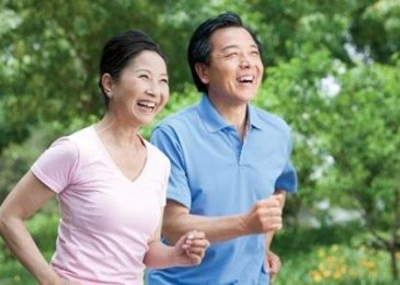 Vì sao cần chăm sóc sức khỏe tuổi trung niên